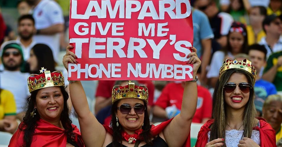 Torcedora pede a Lampard o número do telefone de Terry