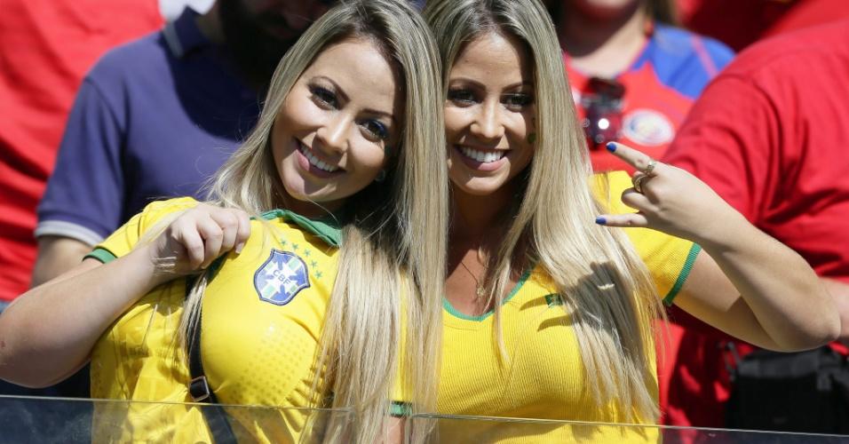 Torcedores de Costa Rica e Inglaterra dividiram espaço nas arquibancadas do Mineirão com as brasileiras