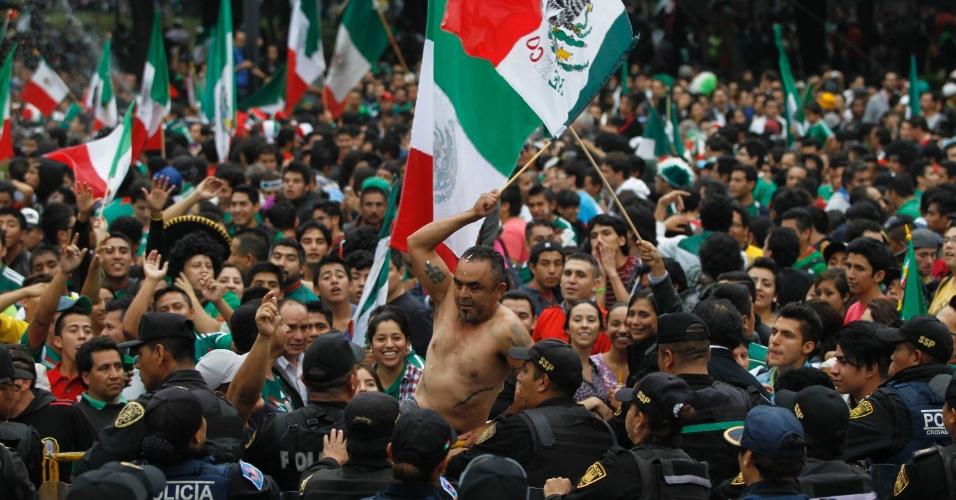 Torcedores do México assistem ao jogo na capital do país e vão à loucura com vitória sobre a Croácia