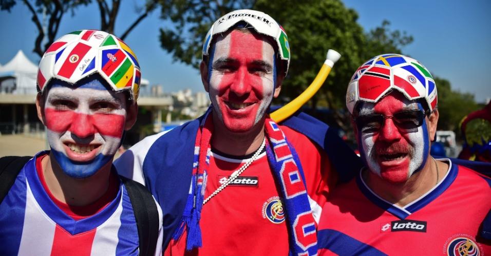Torcida costarriquenha capricha no visual para acompanhar o time contra a Inglaterra