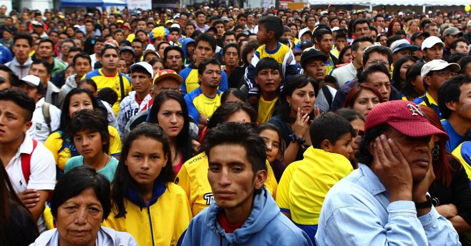25.jun.2014 - Em Quito, equatorianos se decepcionam com eliminação da seleção nacional na primeira fase da Copa do Mundo