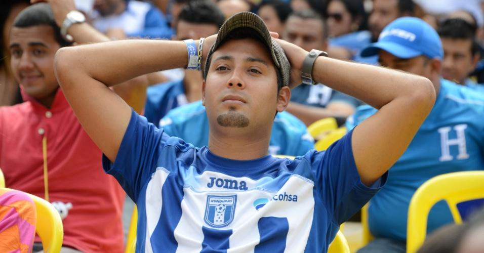 25.jun.2014 - Em Tegucigalpa, hondurenhos lamentam fim da participação da seleção nacional na Copa do Mundo após derrota para a Suíça