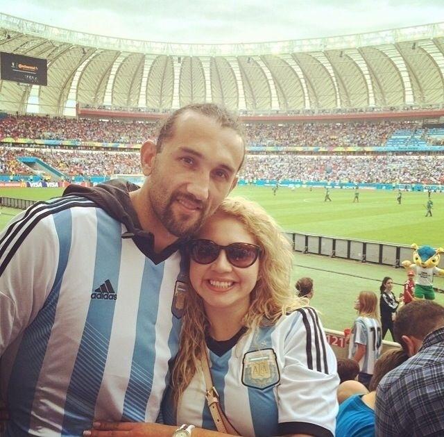 Acompanhado da mulher, o 'Pirata' Barcos compareceu ao Beira-Rio para assistir ao jogo entre Argentina e Nigéria