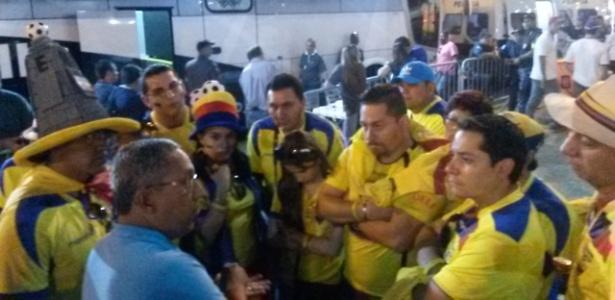 Cerca de 40 equatorianos registraram queixa na delegacia móvel ao lado do Maracanã na tarde desta quarta