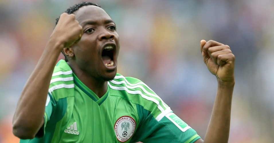 Ahmed Musa, da Nigéria, comemora gol de empate contra a Argentina, no Beira-Rio