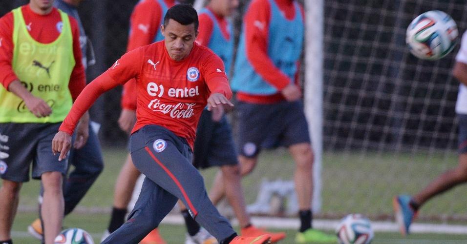 Alexis Sanchez, um dos destaques do Chile, durante treino na Toca da Raposa II, em Belo Horizonte