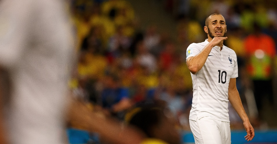 25.jun.2014 - Benzema, artilheiro da França na Copa, reclama na partida contra o Equador, no Maracanã