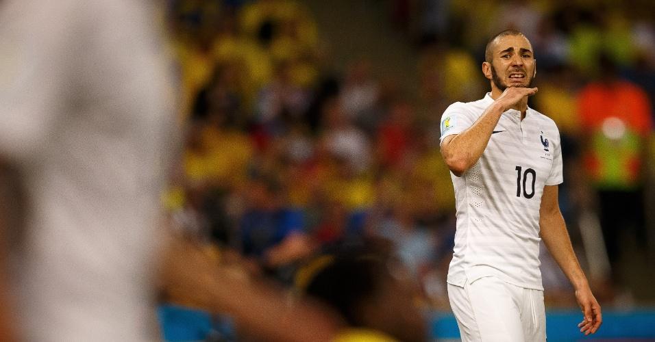 25.jun.2014 - Benzema, artilheiro da França na Copa, reclama na partida contra o Equador, no Maracanã