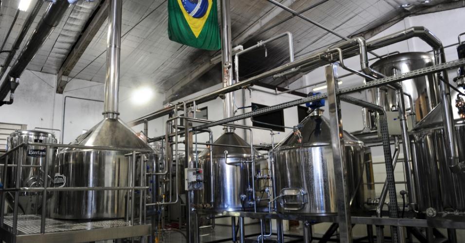 Visão interna da fábrica da Bieland, a maior cervejaria em operação em Blumenau