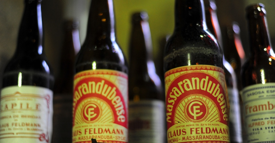Visão de rótulos de antigas cervejas produzidas pela Feldmann - a cervejaria não está mais em atividade
