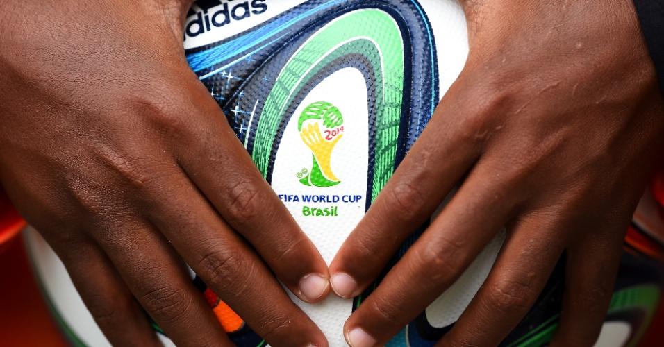 Bola oficial da Copa, a Brazuka, entrou nas redes nas Fonte Nova quatro vezes na vitória da Bósnia por 3 a 1 sobre o Irã