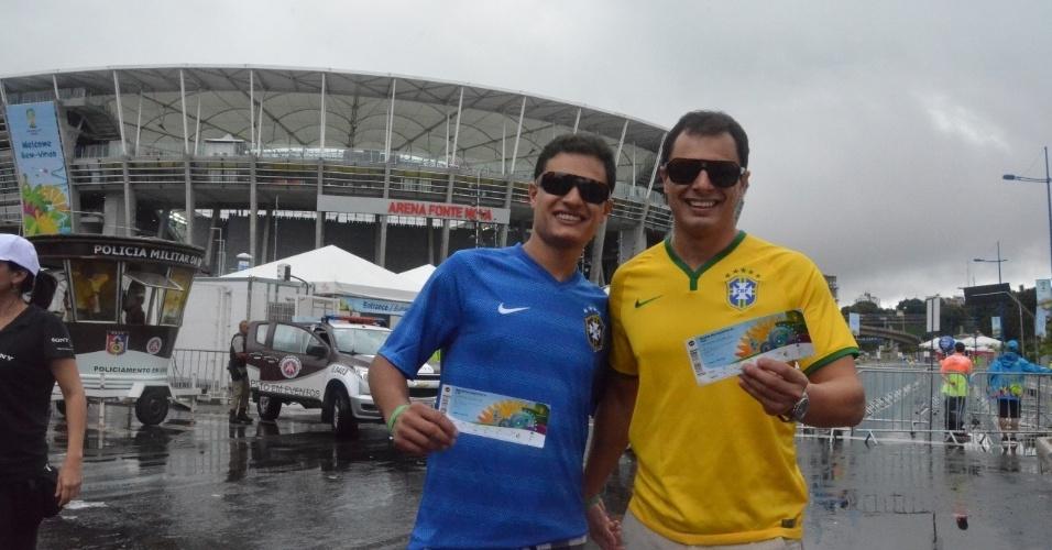 Brasileiros marcam presença na Arena Fonte Nova para ver Irã x Bósnia