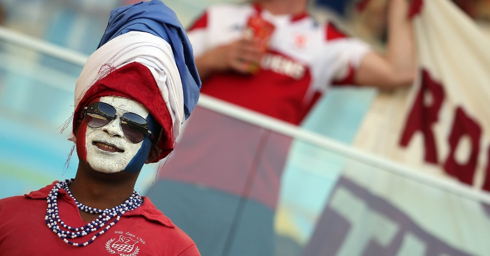 Cores da França são exibidas com orgulho por torcedor antes do jogo contra o Equador