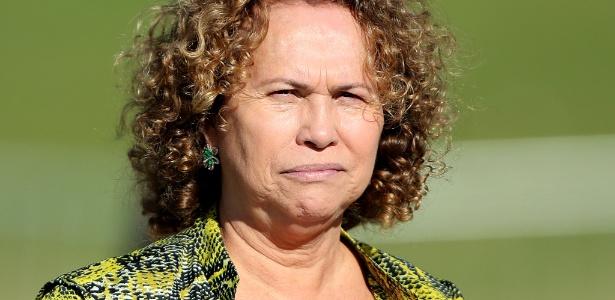 Sônia, mãe do ex-atacante Ronaldo, compareceu ao treino da seleção