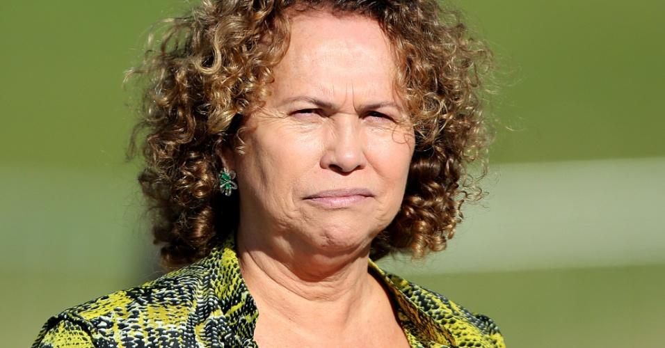 Doa Sonia, mãe do ex-atacante Ronaldo, compareceu ao treino da seleção