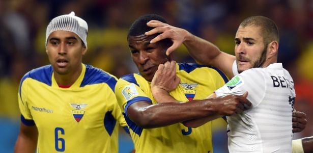 Erazo marcou Benzema no empate por 0 a 0 entre Equador e França, na Copa do Mundo, no Maracanã