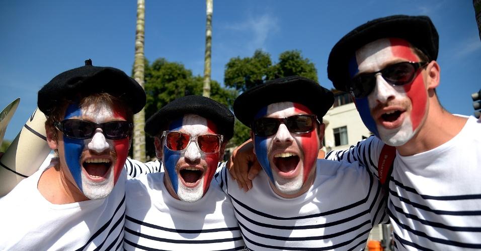 25.jun.2014 - Franceses fazem festa no Maracanã, antes da partida contra o Equador, a última da primeira fase da Copa