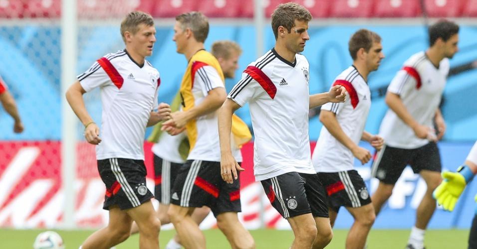 Jogadores da Alemanha treinam na Arena Pernambuco na véspera do jogo contra os Estados Unidos