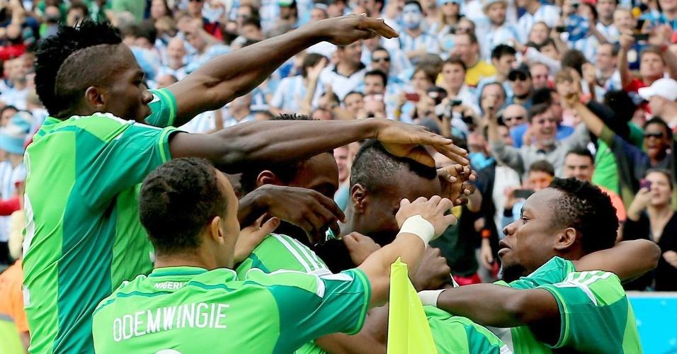 Jogadores da Nigéria comemoram gol de Ahmed Musa contra a Argentina no Beira-Rio