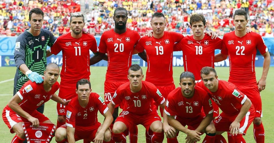 Jogadores da Suiça posam para foto antes do início da partida contra Honduras, na Arena Amazônia