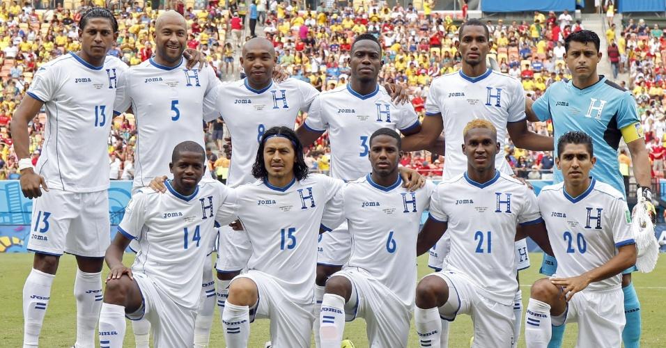 Jogadores de Honduras posam para foto antes do início da partida contra a Suiça, em Manaus