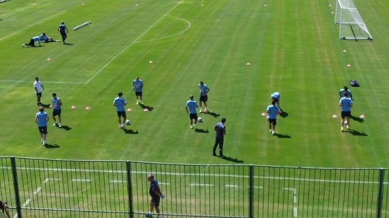 Jogadores do Uruguai treinam no estádio Frasqueirão um dia depois da vitória sobre a Itália que classificou o time para as oitavas de final da Copa do Mundo