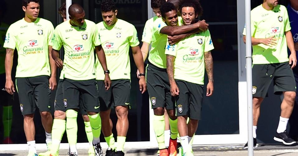 Jogadores se preparam para o treino da seleção em Teresópolis