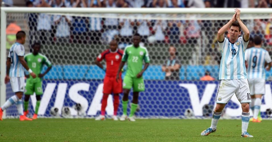 Lionel Messi reage após substituição contra a Nigéria, em Porto Alegre