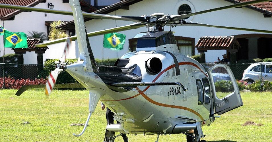 Marin chega de helicóptero à Granja Comary