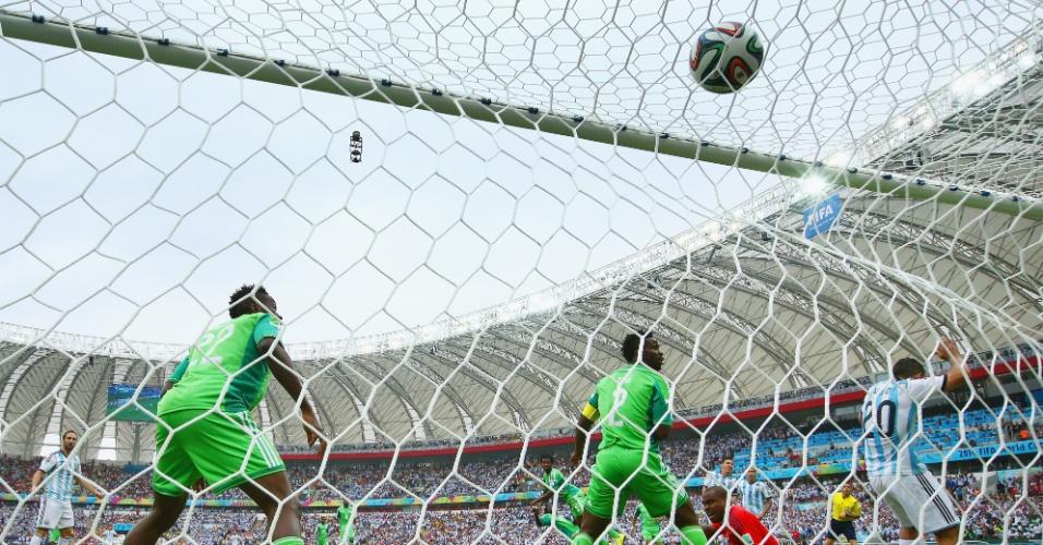 Messi abre o placar para a Argentina contra a Nigéria, no Beira-Rio - 25/06/2014
