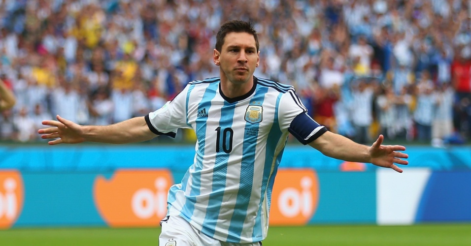 Messi comemora após abrir o placar para a Argentina contra a Nigéria - 25/06/2014