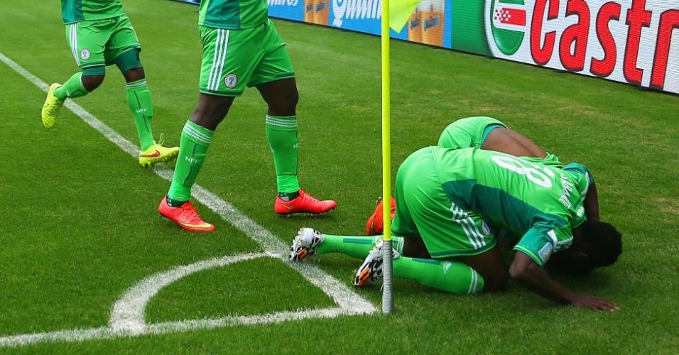 Nigerianos celebram após marcar segundo gol sobre a Argentina no Beira-Rio