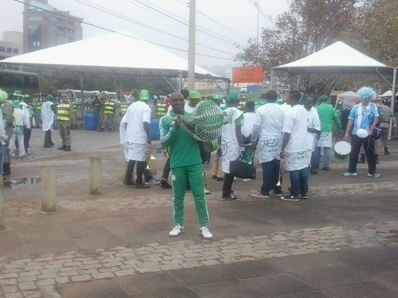 Nigerianos comparecem ao Beira-Rio para o jogo contra a Argentina