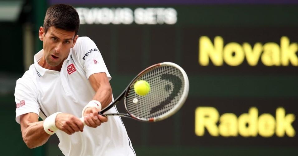 O sérvio Novak Djokovic enfrenta o tcheco Radek Stepanek pela segunda rodada de Wimbledon