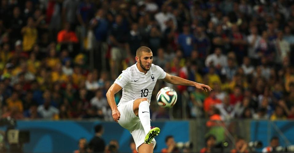 25.jun.2014 - Principal nome da França na Copa, Benzema tentou marcar contra o Equador, mas não conseguiu tirar o zero do placar no Maracanã