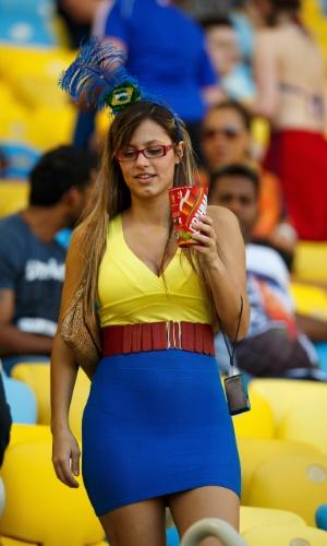 Torcedora do Equador procura seu lugar no jogo contra a França
