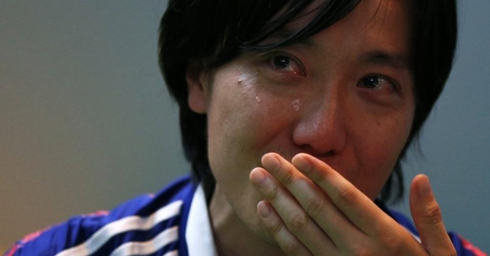 Torcedora do Japão em Tóquio lamenta a eliminação da seleção de seu país da Copa