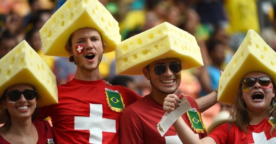 """Torcedores """"homenageiam"""" queijo suíço na partida contra Honduras na Arena Amazônia"""