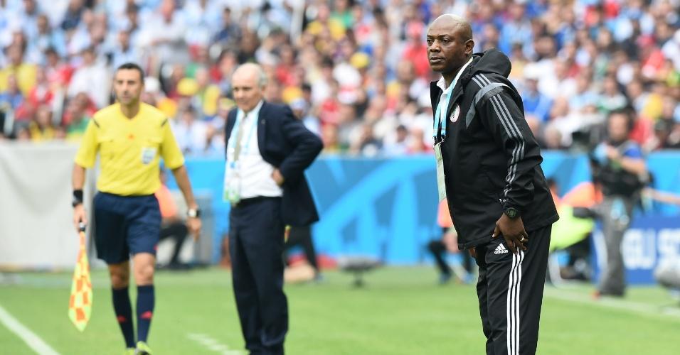 Treinador Stephen Keshi, da Nigéria, acompanha partida contra a Argentina em Porto Alegre
