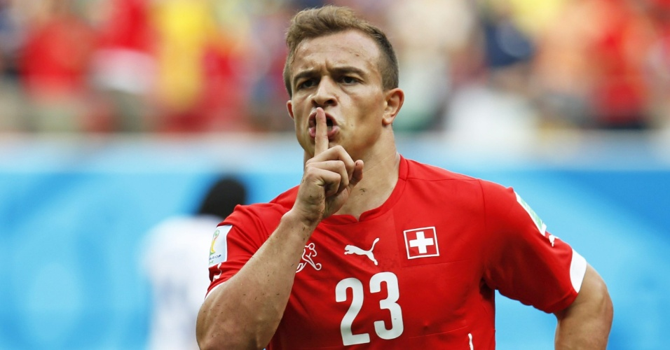 Xherdan Shaqiri fez gesto de silêncio após marcar gol da Suiça contra Honduras