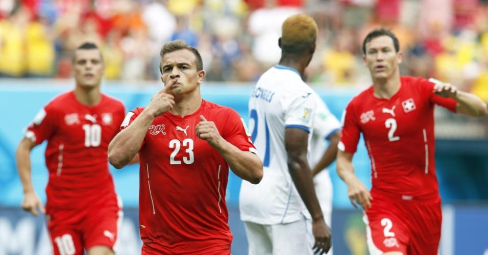 Xherdan Shaqiri vibra após marcar um belo gol para a Suiça contra Honduras