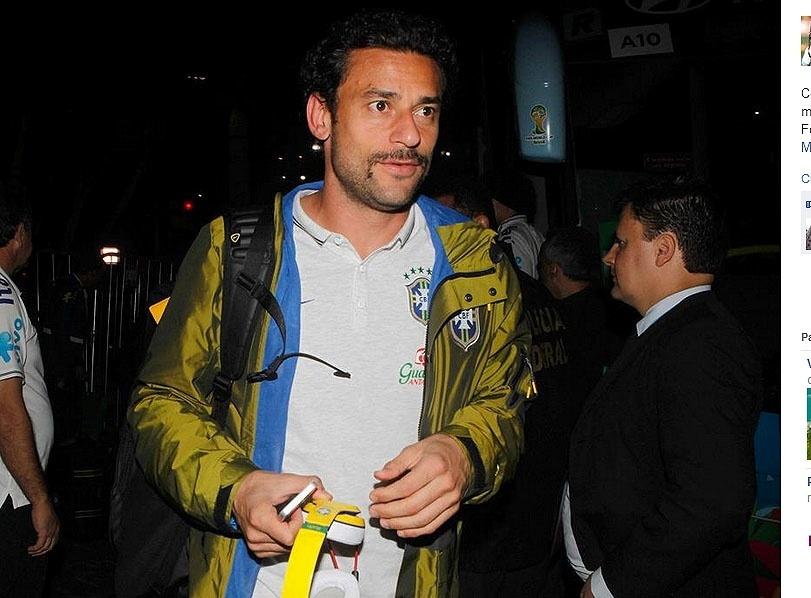 26.jun.2014 - Fred chega a hotel onde a seleção brasileira ficará hospedada em Belo Horizonte antes de jogo contra o Chile