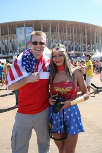 Torcedores americanos 'perdidos' no Mané Garrinha, que recebe Portugal x Gana (26.jun.2014)