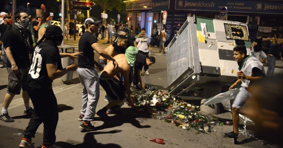 26.jun.2014 - Torcedores argelinos transformam celebração em vandalismo nas ruas da cidade francesa de Lyon