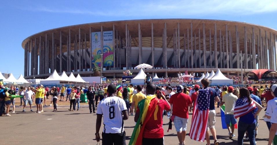 Torcedores de Portugal, Gana e até dos EUA chegam ao Mané Garrincha (26.jun.2014)