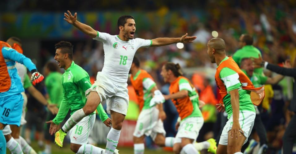 Abdelmoumene Djabou, da Argélia, mostra toda alegria após conseguir a inédita classificação para as oitavas de final da Copa