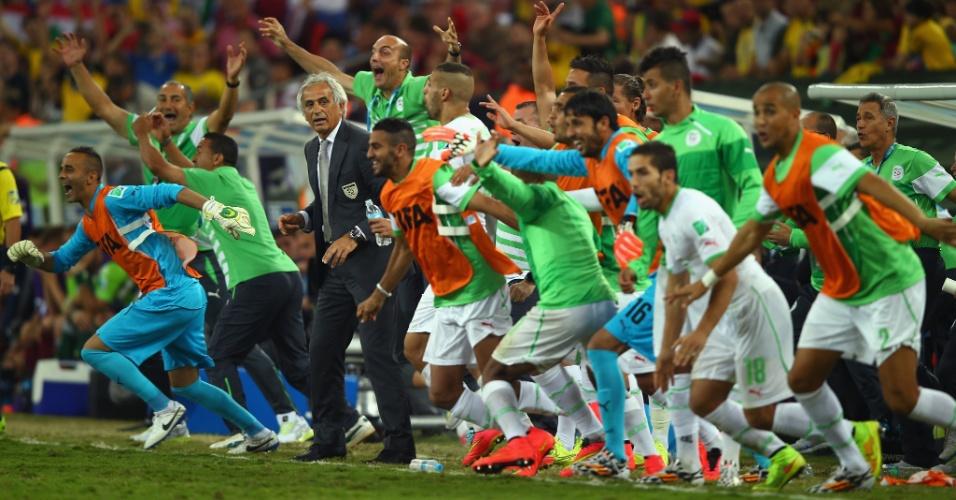 Argelinos comemoram o empate com a Rússia e a classificação para as oitavas de final da Copa do Mundo