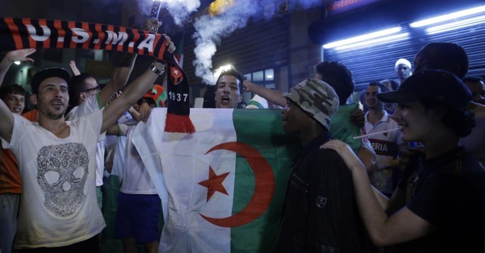 Argelinos fazem festa em Paris após gol de empate contra a Rússia pelo grupo H da Copa do Mundo
