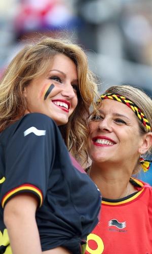 Belas torcedoras belgas comparecem ao Itaquerão para o jogo contra a Coreia do Sul