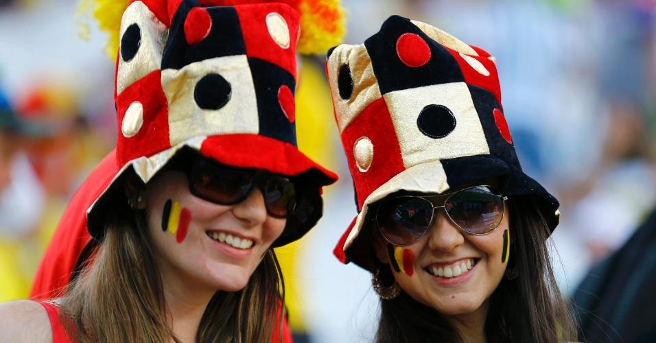 Belas torcedores da Bélgica posam para foto no Itaquerão